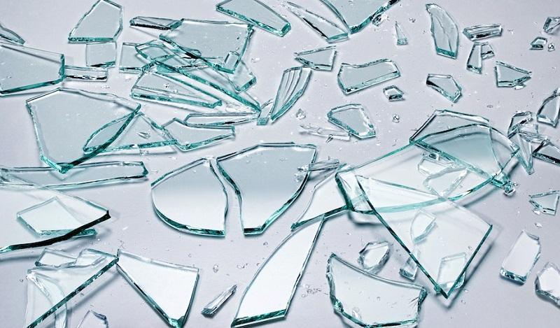 食パンでガラスの破片をお掃除